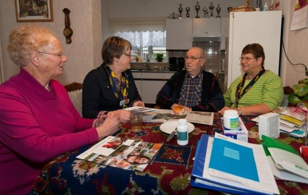 Huisbezoek met kerstwens 13-12-2011 - 002